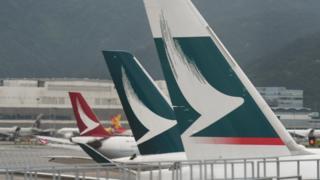 香港国际机场停机坪上的国泰与国泰港龙飞机(11/6/2019)