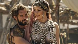 The picture shows Helen (Bella Dayne) and Paris (Louis Hunter) in Troy: Fall of a City