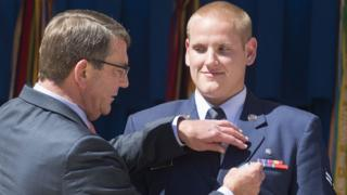 """US Secretary of Defense Ashton Carter (L) awards US Air Force Airman First Class Spencer Stone (R) the Airman""""s Medal"""