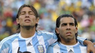 Heinze y Tévez en el mundial de 2010