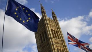 Прапори ЄС і Британії