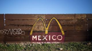 Рисунок на границе США и Мексики