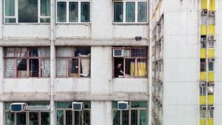 لماذا يعيش هؤلاء الأزواج منفصلين في هونغ كونغ؟