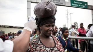 برای جلوگیری از گسترش بیماری به کشورهای اطراف مسافران کنگو باید معاینه شوند
