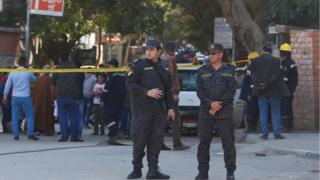 полиция у места взрыва в Каире