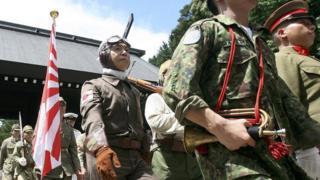 每年日本極右翼人士都會在戰敗日到靖國神社表演二戰日軍軍容