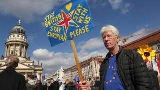 """""""Британцы, оставайтесь. Пожалуйста"""". Европейцы хотят жить дружно."""