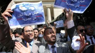 """يقول محمود سلطان في صحيفة المصريون إن رصد مستوى الغضب """"يشير إلى وجود حالة تشبه 'الاستبياع' عند الطرفين"""