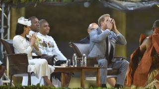 Hoàng tử Harry uống chất 'kava' truyền thống
