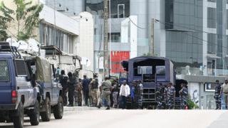 gabon,police,danois,danemark,journaliste,attaque