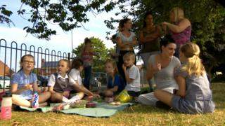 Parents hold picnic protest