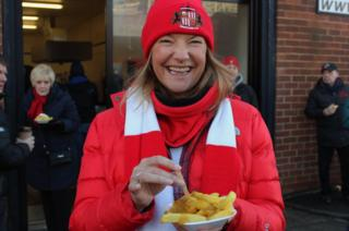 A Sunderland fan with chips