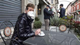 Посетитель одного из кафе в Италии