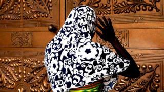 A Lagos, une femme participe à la prière de l'Aïd el Fitr, qui marque la fin du mois du jeûne musulman, en juillet 2016.