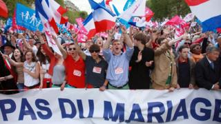 French-people-protesting-against-gay-marriage.