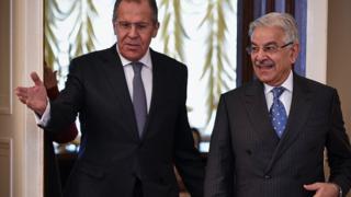 پاکستان کے وزیر خارجہ خواجہ آصف اور روسی وزیر خارجہ سرگئی لاروف