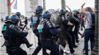 Столкновения в Париже 14.07.19