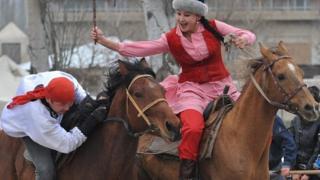 Тарых барактары: кыргызда аялды кемсинткен эмес