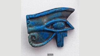 در مصر باستان جسد فرعونها را با چشم حورس دفن میکردند تا در دنیای مردگان از آنها محافظت کند
