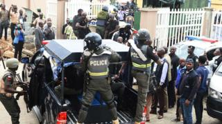 Nigeria police pipo on top pick up truck
