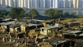Багатство і бідність у світі інколи існують буквально поруч