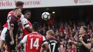 Cuộc đối đầu Arsenal - Manchester City diễn ra hấp dẫn đúng như sự kì vọng.