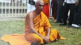 நாடாளுமன்ற உறுப்பினரும் பௌத்த மதகுருவுமான அத்துரலியே ரத்தன தேரர்