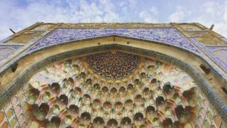 Абдулазиз-хандын медресеси - Бухарадагы тарыхый жана архитектуралык эстелик саналган жүздөгөн диний имараттардын бири.