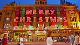 """вокзал """"Флиндерс Стрит"""" в Мельбурне в рожедственском убранстве"""