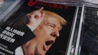 北京一處報攤陳列出美國總統當選人特朗普的中文報道。