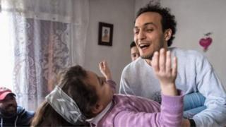Mahmoud Abou Zeid a rejoint sa famille après sa libération.