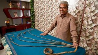 66 ఏళ్లుగా గోళ్లు పెంచిన శ్రీధర్