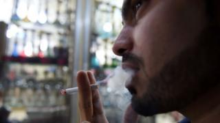 مدخن سعودي