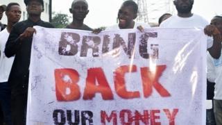"""Une campagne """"Bring back our money"""" (Rendez l'argent) est menée depuis la disparition présumée de 53,3 milliards de francs CFA."""