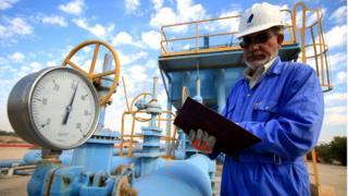 L'Irak continue de brûler une partie de son gaz extrait en même temps que le pétrole brut, faute d'installations adéquates pour transformer ce gaz