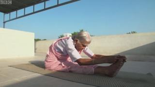 योगा आजी