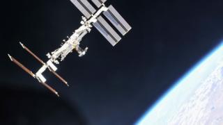 كيف يصلح رواد الفضاء أعطال الأقمار الصناعية؟