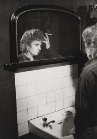 Maggi Hambling stands at the sink, 1984