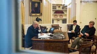 US President Donald Trump speaks with Australian Prime Minister Malcolm Turnbull.