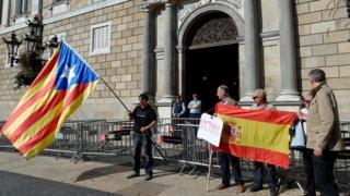 要求加泰隆尼亞獨立和支持西班牙國家統一的民眾