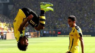 Le Gabonais Pierre Emerick Aubameyang après avoir marqué le premier but de son équipe lors du match entre le Borussia Dortmund et 1. FSV Mainz 05 le 27 août