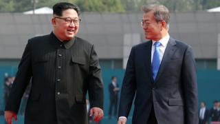 North Korean leader Kim Jong Un (L) and South Korean President Moon Jae-in (R) walk after the official welcome ceremony for the Inter-Korean Summit on April 27, 2018 in Panmunjom, South Korea