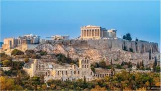 """كانت قلعة أثينا """"أكروبوليس"""" مغلقة عدة أسابيع، وأُعيد فتحها في أوائل مايو/أيار"""