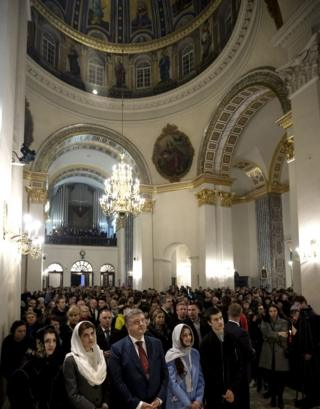 Родина президента на богослужінні у Олександрівському костелі у Києві