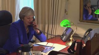 Thủ tướng Anh Theresa May gọi điện cho Chủ tịch Ủy ban châu Âu Jean-Claude Juncker
