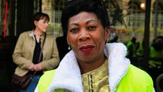 Céline N'Go, Gilet jaune d'origine camerounaise. Elle travaille comme infirmière.