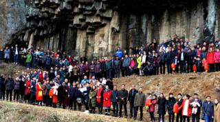 Picture of more than 500 members of the Ren family in China