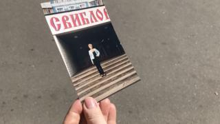 """Наталья Морозова перед торговым домом """"Свиблово"""", где она работала в 1998 году"""