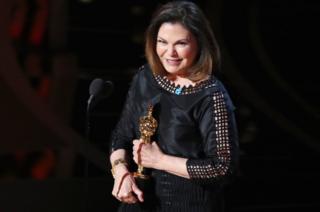 """Коллін Етвуд отримала вже четвертий """"Оскар"""" за найкращий дизайн костюмів - цього разу за стрічку """"Фантастичні звірі і де їх шукати""""."""