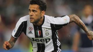 Beki wa upande wa kulia wa Juventus Dani Alves kuelekea Manchester City